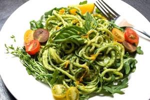 Zucchini-Recipe_Pasta-+-Creamy-Avocado-Cucumber-Sauce